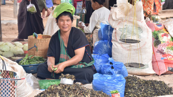 Pa O lady of Inle's Phaung Taw Oo Market
